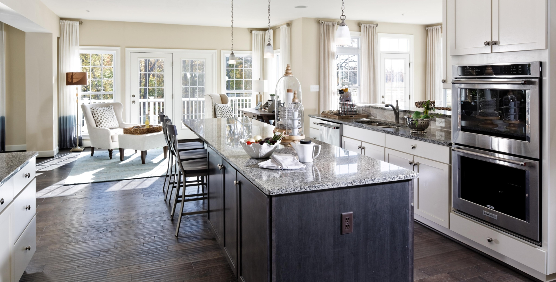 Expansive Gourmet Kitchen and Breakfast Room