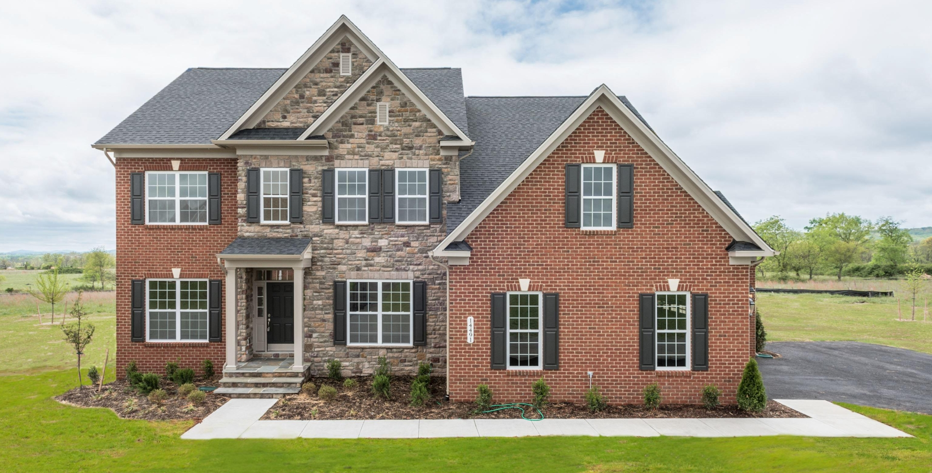 New homes for sale 14491 falconaire placeleesburg va for Mid atlantic home builders